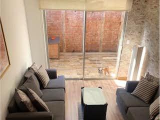 Una sala de estar llena de muebles y una gran ventana en Casa en Venta en San Jeronimo Lidice La Magdalena Contreras