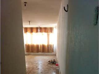 Una persona de pie delante de una puerta en Departamento en Venta en Prado Vallejo Tlalnepantla de Baz