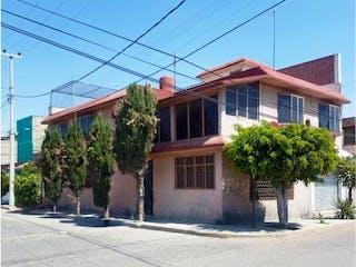 Casa en venta en Jardines De Morelos, Estado de México