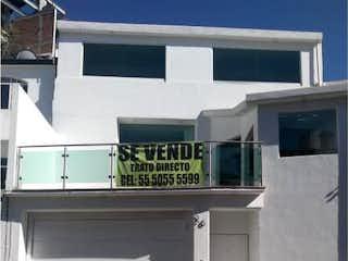 Una señal que está en el lado de un edificio en Casa en Venta en Paseos del Bosque Naucalpan de Juárez