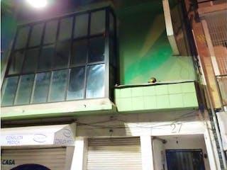 Un cierre de un edificio con una ventana en Departamento en venta en Juárez de 2 recámaras