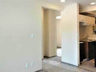 Un cuarto de baño con un inodoro y un lavabo en Departamento en venta en Asturias 56m²