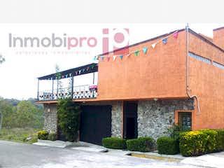 Un edificio con un letrero en la calle en Casa en venta en Fracc Loma Del Rio 850m²