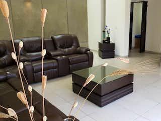 Una sala de estar llena de muebles y una televisión de pantalla plana en Casa en Venta en 6a Secc. Lomas Verdes Naucalpan de Juárez