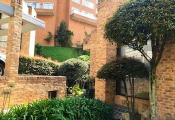 Casa en venta en Barrio Niza de 4 hab. con Jardín...