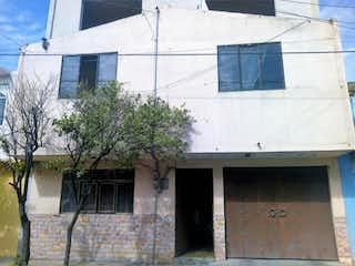 Un edificio con una ventana y una ventana en Casa en venta en Reforma de 250m² con Gimnasio...
