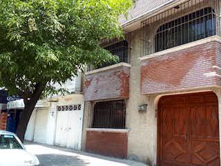 Una casa que tiene una ventana en ella en Casa en venta en Felipe ángeles, 275m²