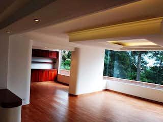Una vista de una sala de estar y comedor en Apartamento en venta en Bosque Medina, 300mt penthouse