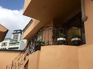 Una vista de un edificio desde el lado de un edificio en Casa en Venta en Hacienda de las Palmas Huixquilucan
