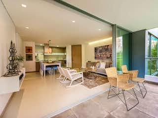 Una sala de estar llena de muebles y una mesa en Regatta