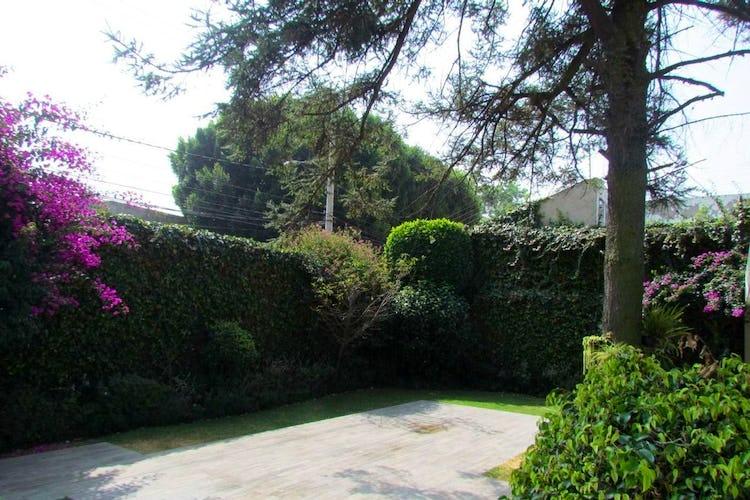 Portada Casa en venta Jardines del Pedregal 581.31m2 jardín