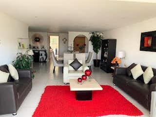 Una sala de estar llena de muebles y una chimenea en Departamento en venta en Independencia de 172m² con Jardín...