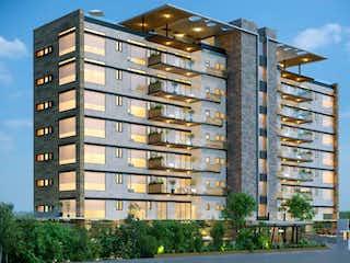 Un edificio alto con un reloj en la parte superior en Departamento en venta en Fracc Lomas Country Club, 355m² con Gimnasio...