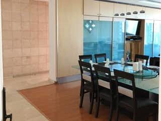 Una cocina con una mesa de madera y sillas en Departamento en venta en Villa Florence de 230m² con Jardín...