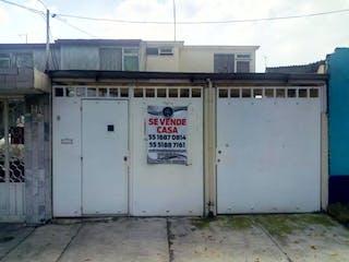 Un refrigerador congelador blanco sentado delante de un edificio en Casa en Venta en Lomas de Cantera Naucalpan de Juárez