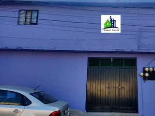 Un edificio con un reloj en el costado en Casa en Venta en Los Remedios Naucalpan de Juárez