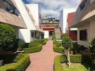 Un gran edificio con plantas verdes en él en Casa en venta en Club De Golf Bellavista con acceso a Jardín