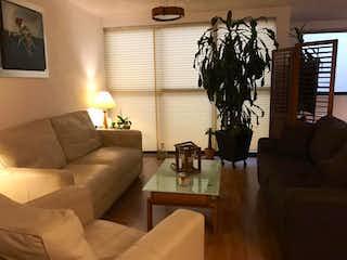 Una sala de estar llena de muebles y una gran ventana en Departamento en Venta en La Cuspide Naucalpan de Juárez