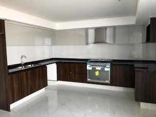 Una cocina con lavabo y microondas en Casa en Venta en Ciudad Satelite Naucalpan de Juárez