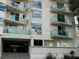 Un edificio alto con un reloj en el costado en Departamento en venta en Santa María Tepepan 75m² con Jardín...