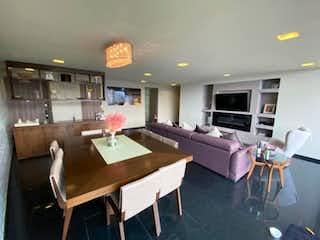 Una sala de estar llena de muebles y una mesa en Departamento en venta en Bosque Real Country Club de 189m² con Jardín...