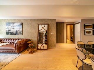 Una sala de estar llena de muebles y un reloj en Departamento en venta en Bosque Real Country Club con Gimnasio...