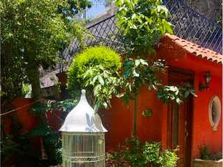 Una boca de incendios delante de una casa en Casa en Venta en Fuentes de Satelite Atizapán de Zaragoza