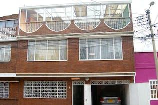 Casa En Bogota Venecia Occidental-Tunjuelito cuenta con tres niveles
