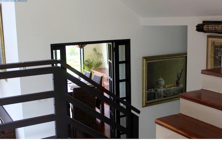 Portada Casa en San Jose de Bavaria -en conjunto cerrado con cuatro niveles