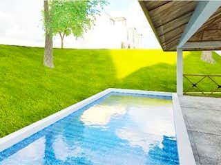 Una vista de un patio con una piscina en el agua en Casa en Venta en Plan de Guadalupe Victoria Cuautitlán Izcalli