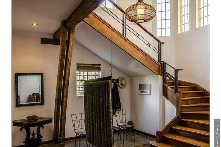 Portada Casa Patrimonio Arquitectonico,cuenta con 2 parqueaderos cubiertos.