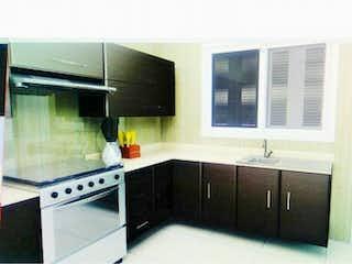 Una cocina con un fregadero y una estufa en Casa en Venta en Fuentes del Bosque Cuautitlán Izcalli