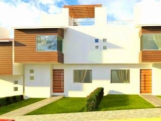 Una casa que tiene un gran ventanal en ella en Casa en venta en Tlanepantla De Baz Centro de 4 recámaras