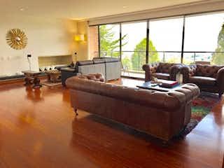Una sala de estar llena de muebles y una gran ventana en Apartamento  En Bogota Miracolina, Con 4 habitaciones-270mt2