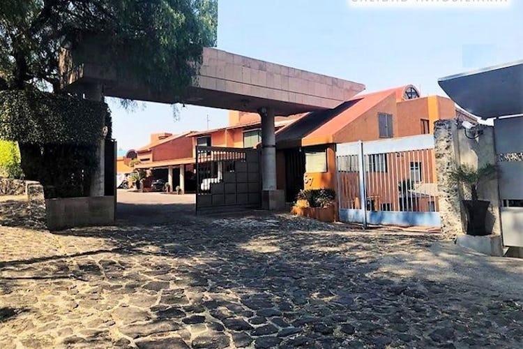 Portada Casa en venta en Valle Escondido con balcon 302 m²