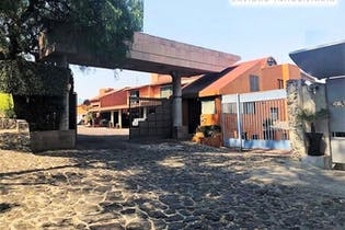 Casa en venta en Valle Escondido con balcon 302 m²