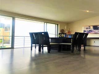 Una sala de estar llena de muebles y una ventana en Casa en Venta en Santa Cruz del Monte Naucalpan de Juárez