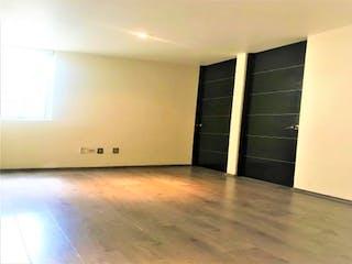 Una vista de una habitación con una puerta de cristal en Casa en Venta en Lomas Verdes 3ra Secc Naucalpan de Juárez