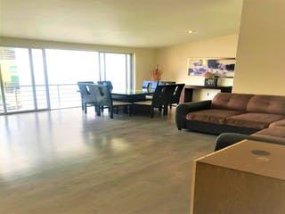 Una sala de estar llena de muebles y una gran ventana en Casa en Venta en Lomas Verdes Alteña I Naucalpan de Juárez