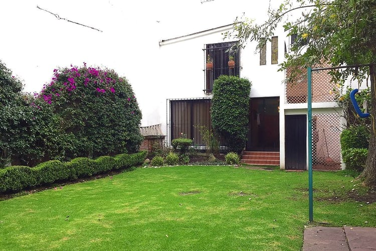 Portada Casa en venta en Lomas de Guadalupe, 300 m² con jardín
