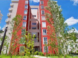 Un edificio de ladrillo rojo con un árbol delante de él en Departamento en Venta en Colinas de San José Tlalnepantla de Baz