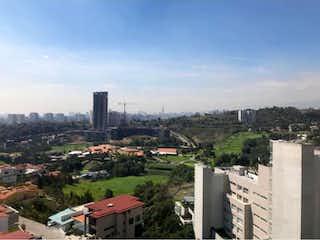 Una vista de una ciudad en la distancia en Departamento en venta en Bosque Real Country Club, 243m² con Jardín...