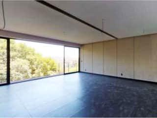 Una vista de una cocina con un gran ventanal en Departamento en venta en Lomas De Tecamachalco de 3 alcobas