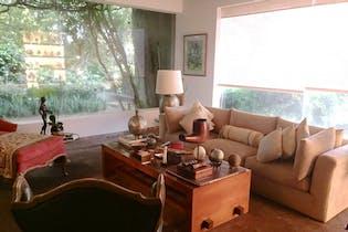 Casa en venta en Bosque de las Lomas, 1,000 m² con jardín
