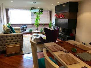 Una sala de estar llena de muebles y una televisión de pantalla plana en Edificio Apolo 1