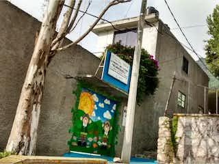 Una imagen de un edificio y un árbol en Casa en Venta en Lazaro Cardenas Tlalnepantla de Baz