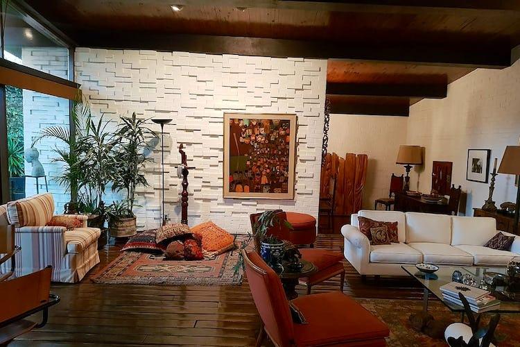 Portada Casa en venta en Jardines del Pedregal, 715 m² con jardín