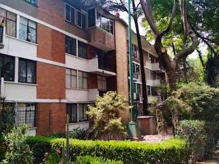 Un edificio de ladrillo con un árbol delante de él en Departamento en Venta en Unidad Independencia Imss La Magdalena Contreras