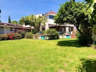 Una foto de una casa en la hierba en Casa en Venta en Lomas Hipodromo Naucalpan de Juárez