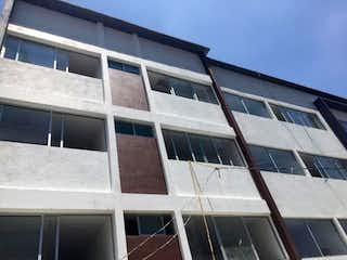 Un gran edificio blanco con una gran ventana en Departamento en Venta en Lomas de Atizapan Atizapán de Zaragoza
